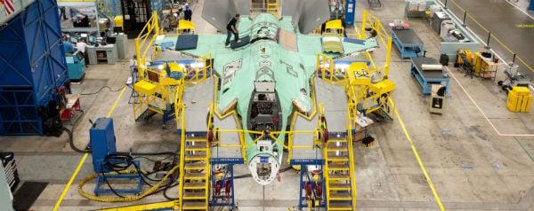 Vliegtuig in aanbouw